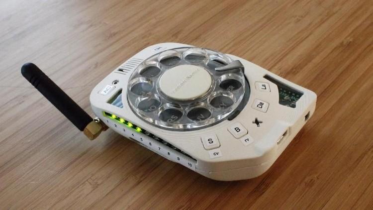 Ponsel Nomor Putar Paling Aneh Sedunia buatan insinyur Justine Haupt dari Amerika