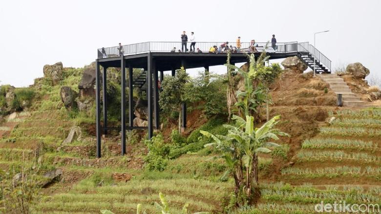 Wisata Terasering Panyaweuyan, Kecamatan Argapura, Kabupaten Majalengka, Jawa Barat.