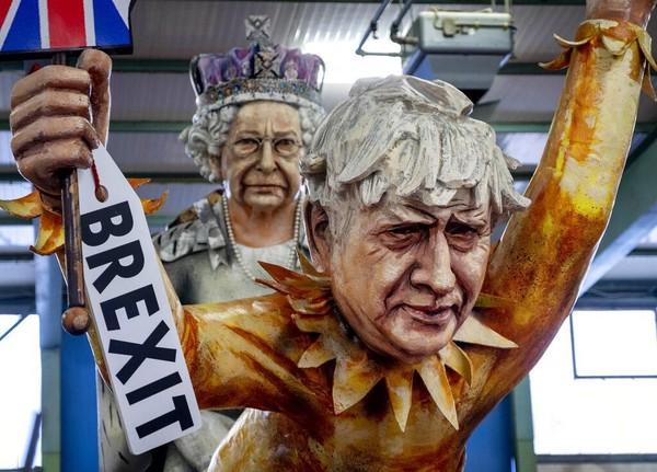Beragam patung raksasa dan kendaraan karnaval tersebut ditampilkan sebelum karnaval itu akan berlangsung di sejumlah kota di Jerman. AP Photo/Michael Probst.