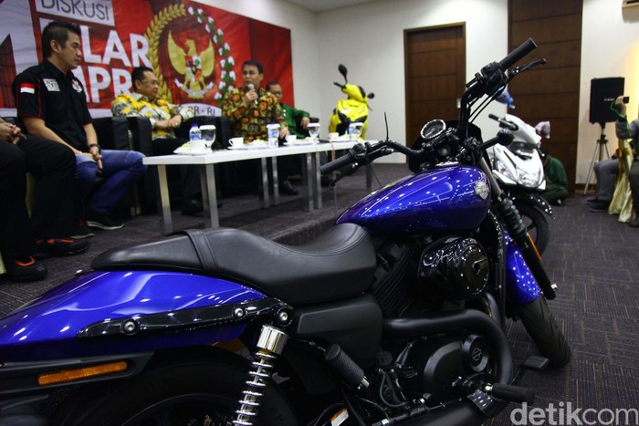 MPR RI akan mengadakan lomba cerdas cermat 4 pilar yang  berhadiah motor Harley Davidson. Para peserta lomba ini adalah anggota komunitas motor di Indonesia.