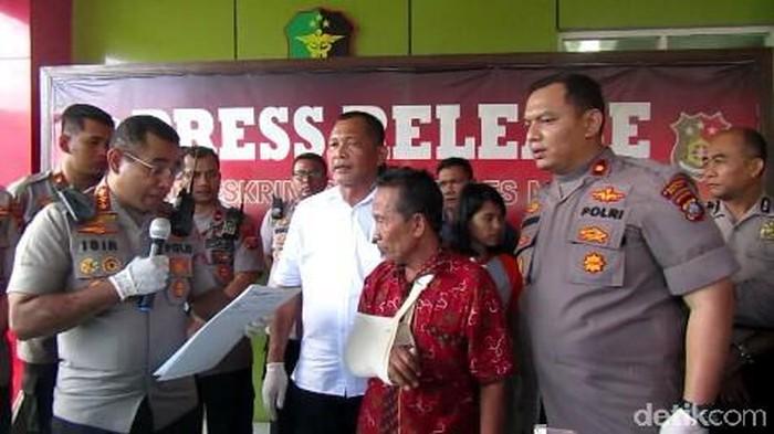 Wakit (berbaju merah) korban begal di Medan (Datuk Haris Molana/detikcom)