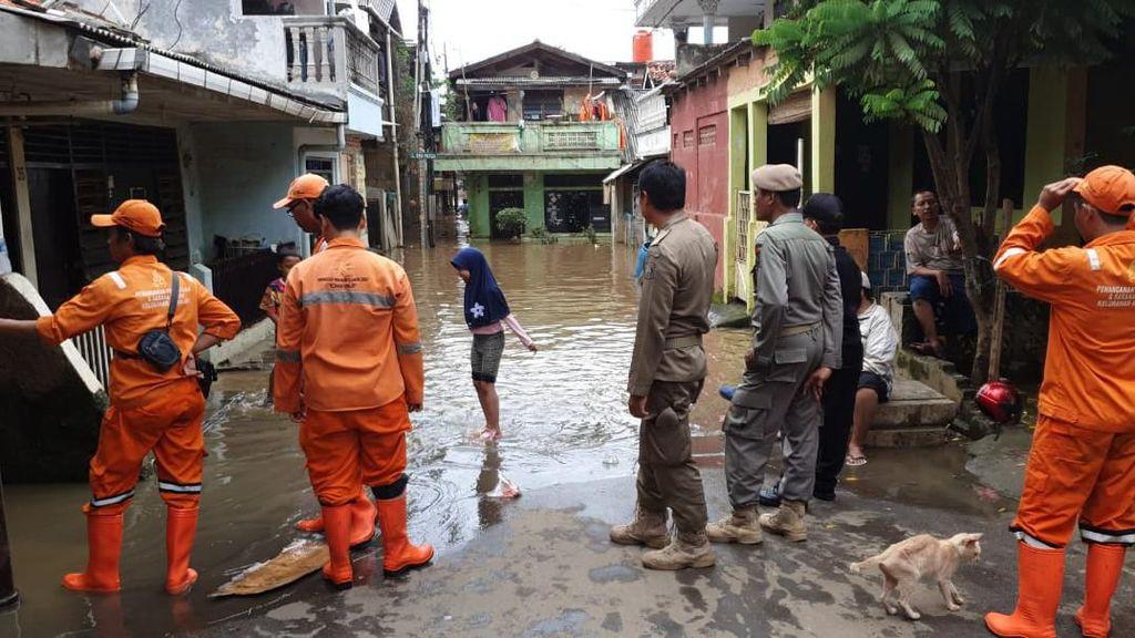 Kali Ciliwung Meluap, Puluhan Rumah Warga di Rawajati Terendam Banjir