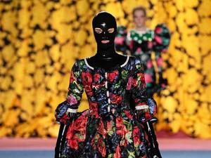 BDSM Jadi Inspirasi Tren Busana 2020 di London Fashion Week