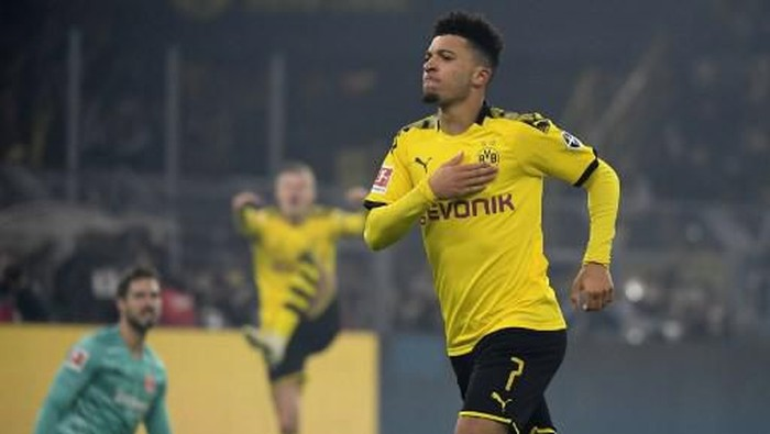 Dortmunds English midfielder Jadon Sancho celebrate scoring during the German first division Bundesliga football match BVB Borussia Dortmund vs Eintracht Frankfurt, in Dortmund, western Germany on February 14, 2020. (Photo by INA FASSBENDER / AFP) / RESTRICTIONS: DFL REGULATIONS PROHIBIT ANY USE OF PHOTOGRAPHS AS IMAGE SEQUENCES AND/OR QUASI-VIDEO