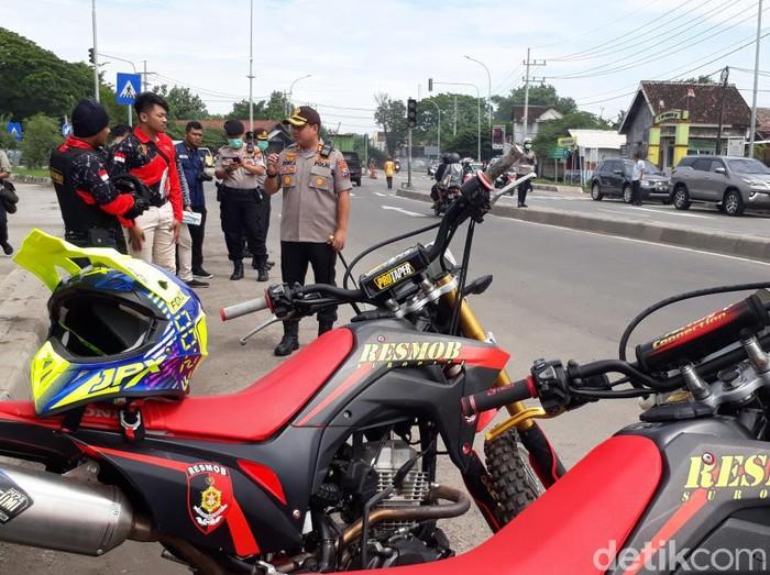 Final Piala Gubernur Jatim antara Persebaya vs Persija yang akan digelar di Gelora Delta Sidoarjo juga diantisipasi Polres Pasuruan Kota. Penyekatan suporter hingga nonton bareng dilakukan polisi.