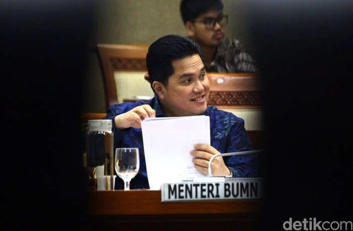 Menteri BUMN Erick Thohir hadir dalam rapat kerja bersama Komisi VI DPR RI. Ada berbagai hal yang dibahas oleh Erick bersama DPR dalam rapat itu. Apa saja?