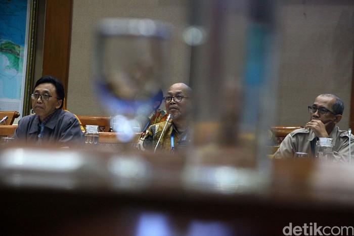 i Kepala Bapeten Jazi Eko Istiyanto juga menjawab pertanyaan bara anggota Komisi VII DPR