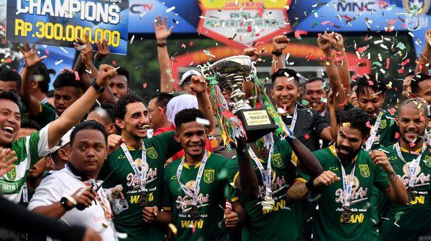 Persebaya juara Piala Gubernur Jatim usai kalahkan Persija 4-1.