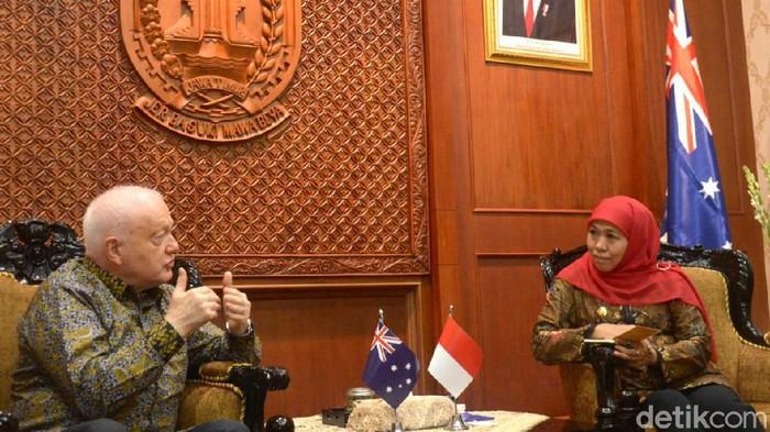 Dubes Australia Gary Quinlan Ao bertemu Gubernur Jatim Khofifah Indar Parawansa. Pertemuan ini membahas kerja sama di bidang pendidikan vokasi dan kemaritiman.