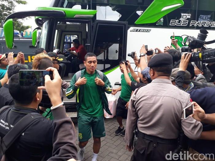 pemain Persebaya tiba di Stadion Gelora Delta Sidoajo