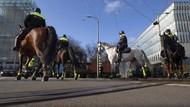 Demo Tolak Jam Malam di Belanda Ricuh, Mobil Dibakar-Toko Dijarah