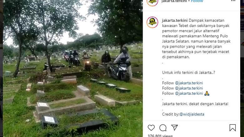 Pemotor terobos pemakaman