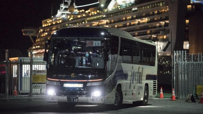 Proses karantina penumpang pesiar Diamond Princess di Jepang telah berakhir Rabu (19/2) lalu. Sejumlah penumpang yang negatif corona mulai tinggalkan Jepang.