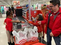 Hobi Belanja, Bocah Ini Rayakan Ulang Tahun di Dalam Supermarket