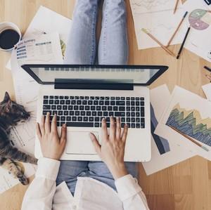 #BisaApaSih Kerja Cuma di Rumah Aja? Jadi Sasaran Nyinyiran Netizen
