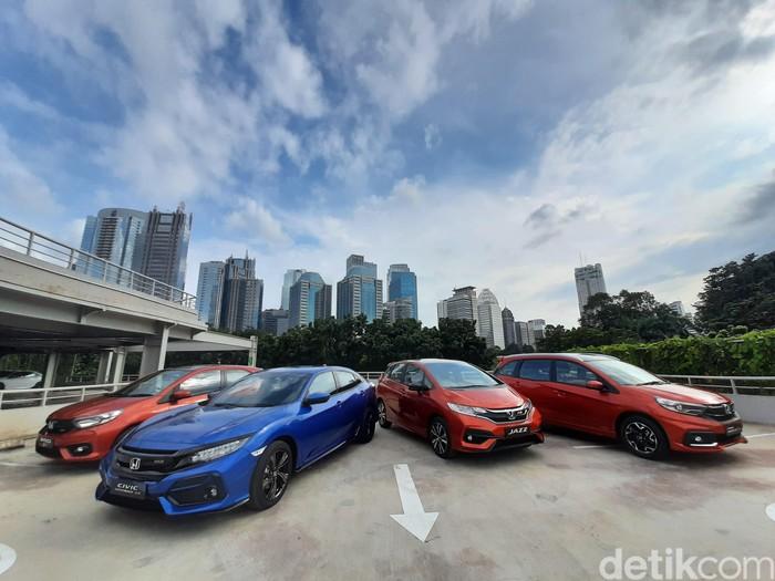 Jajaran Mobil Honda dengan emblem RS