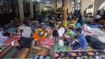 Pekalongan Terendam Banjir, Warga Mengungsi ke Masjid