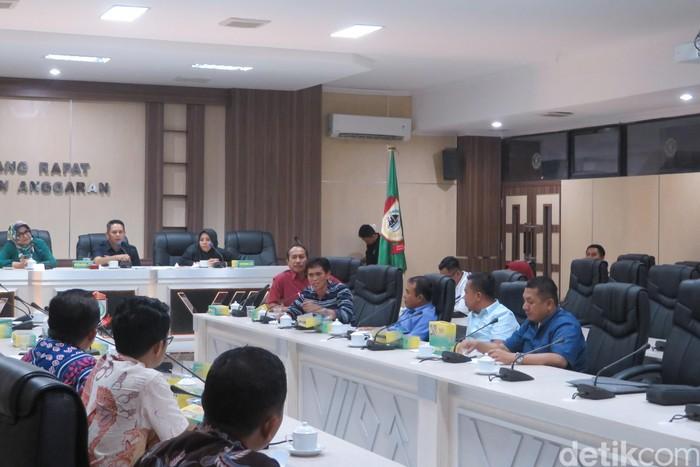 Rapat DPRD Kota Makassar soal hiburan malam menjadi ribut. (Noval DA/detikcom)