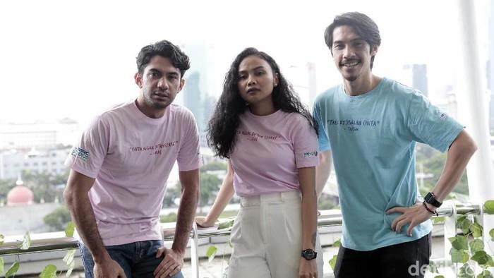 Para cast film Toko Barang Mantan saat berkunjung ke kantor detikcom.