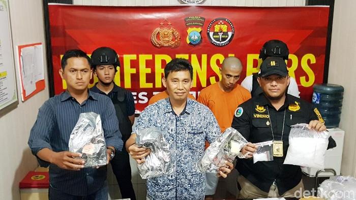Tim satresnarkoba Polresta Tanjungpinang tangkap 2 kurir narkoba (Agus Siswanto-detikcom)