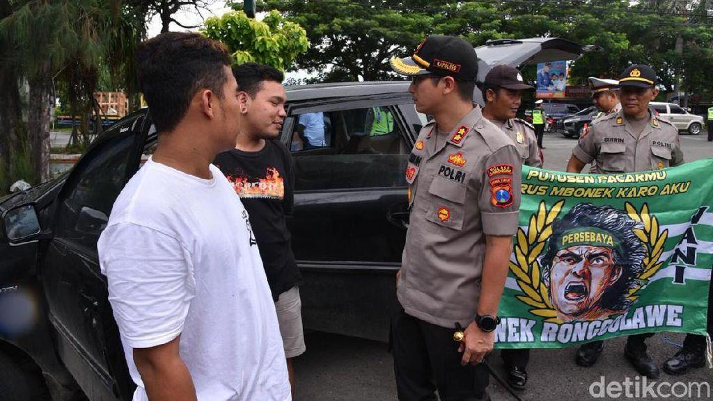 Polisi Ajak Rombongan Asal Tuban Nobar Lamongan