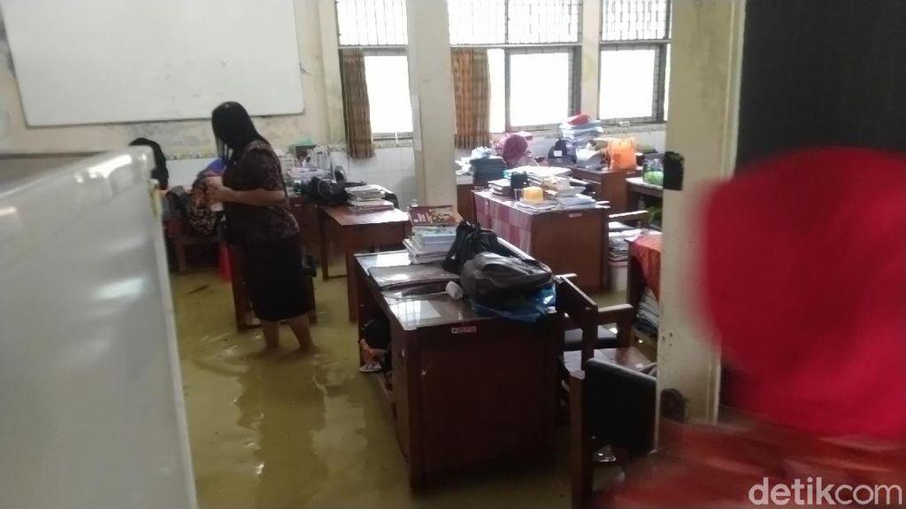 SMPN 34 Semarang Kebanjiran Lagi, Ujian Praktik Kelas 9 Ditunda