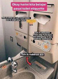 Kesal Penumpang Jorok, Pramugara Ini Beri Tutorial Pemakaian Toilet di Pesawat