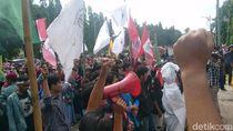 Ada Pocong di Demo Mahasiswa Cilegon Kritik Kepemimpinan Edi-Ratu Ati