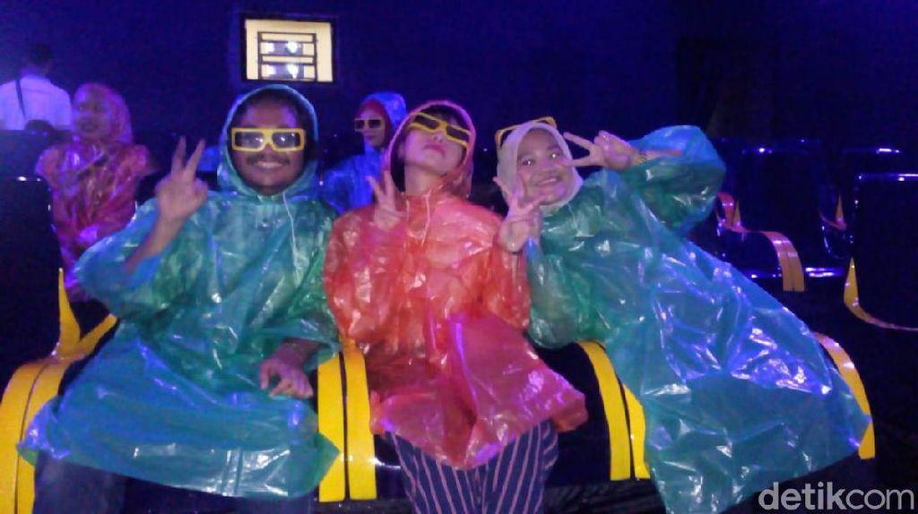 Begini Rasanya Nonton Film Arung Jeram dan Basah Beneran di Go! Wet Theater