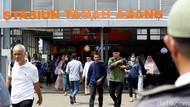 Stasiun Tanah Abang Ramai, Petugas-TNI Imbau Jaga Jarak