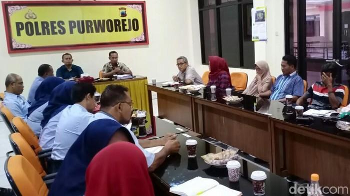 Pertemuan keluarga pelaku dan korban perundungan siswi di Polres Purworejo, 21/2/2020