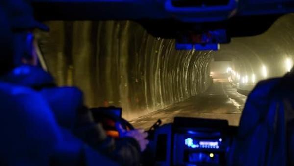 Ratusan meter di bawah Pegunungan Alpen Swiss terdapat jaringan terowongan terpanjang sedunia. Ini adalah jalur kereta berkecepatan tinggi (Foto: CNN)