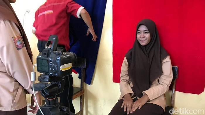 Dukcapil Makassar melakukan perekaman e-KTP di sekolah menjelang Pilkada Makassar 2020 (Ibnu Munsir/detikcom)