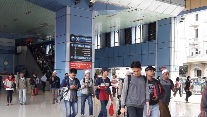 Massa Aksi 212 Mulai Berdatangan Lewat Stasiun Juanda