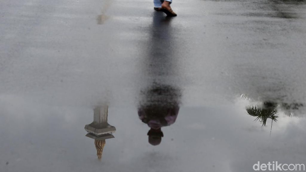 Potret Awan Mendung dan Hujan Guyur Monas Jelang Aksi 212