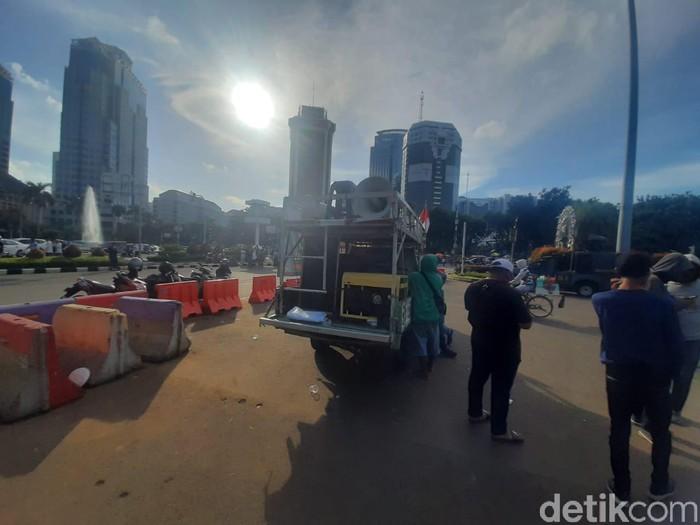 Massa Demo Pro-omnibus law membubarkan diri. (Yogi Ernes/detikcom)
