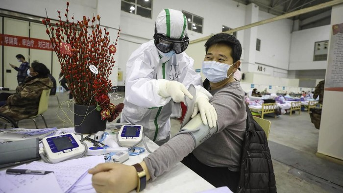 Virus corona telah mewabah di China sejak Desember 2019 lalu. Hingga kini, tim medis terus berjuang untuk menangani pasien yang terjangkit virus corona.