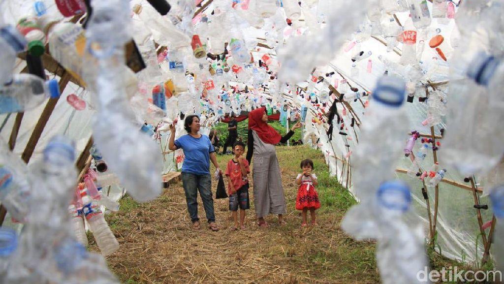 Kisah Kampung Adat Cirendeu dan Tragedi Kuburan Massal Pemulung