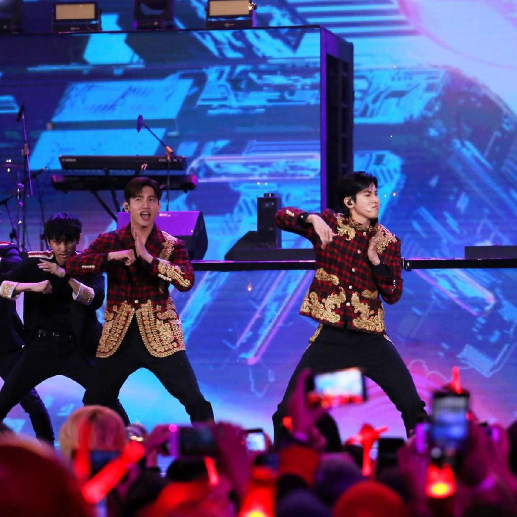 Aw! TVXQ Guncang Konser Korean Wave In Love