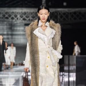 15 Koleksi Terbaru Burberry di London Fashion Week 2020