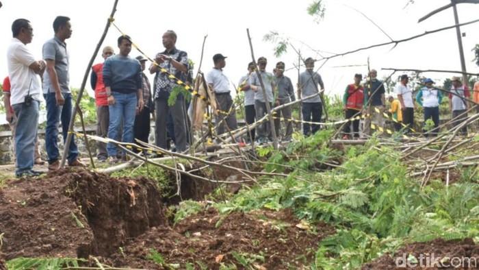 50 hektare tanah ambles di batang, jateng. 20/2/2020