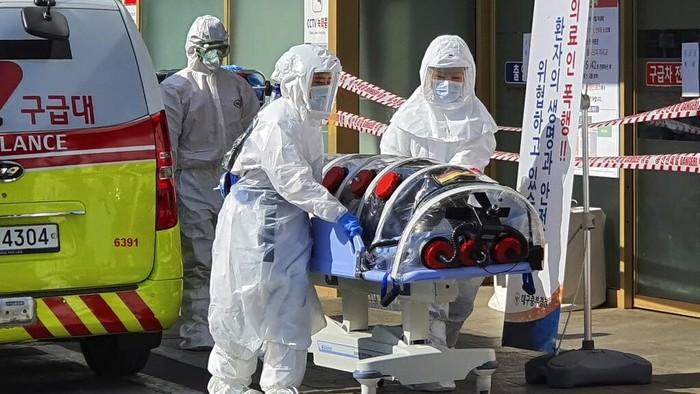 Wabah virus corona turut membuat kota Daegu di Korea Selatan menjadi sepi. Berbagai aktivitas di kota itu pun dihentikan untuk sementara waktu.