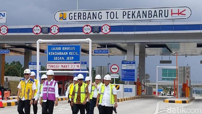 Presiden Jokowi meninjau progres pembangunan Tol Pekanbaru-Dumai (Chaidir Tanjung/detikcom)