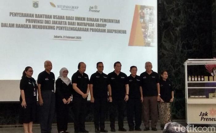 Pengusaha nasional yang tercatat sebagai salah satu orang terkaya Indonesia, Dato Sri Tahir sore ini menyambangi Gubernur DKI Jakarta Anies Baswedan di kantornya, Jakarta Pusat.