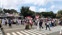 Bawa Bendera Merah Putih dan Tauhid, Massa 212 Tiba di Pintu Barat Monas