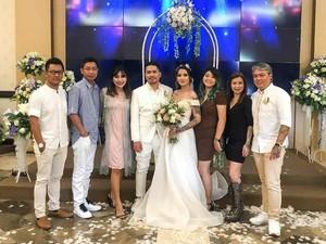 Gaun dan Makeup Sederhana Sheila Marcia Saat Menikah Kedua Kali di Bali