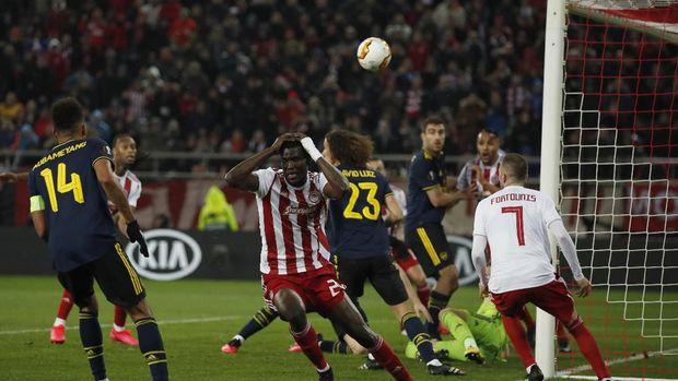 Pertandingan leg pertama Olympiakos vs Arsenal di babak 32 besar Liga Europa. (