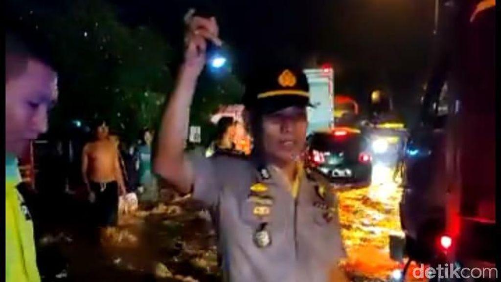 Banjir 1 Meter Genangi Jalur Lumajang-Jember, Lalu Lintas Tersendat