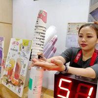 Cegah Penularan Virus Corona, Karyawan Gerai Bubble Tea Ini Rutin Periksa Suhu Tubuh