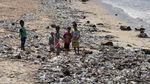 Miris! Tumpukan Sampah Cemari Pantai Kedonganan Bali
